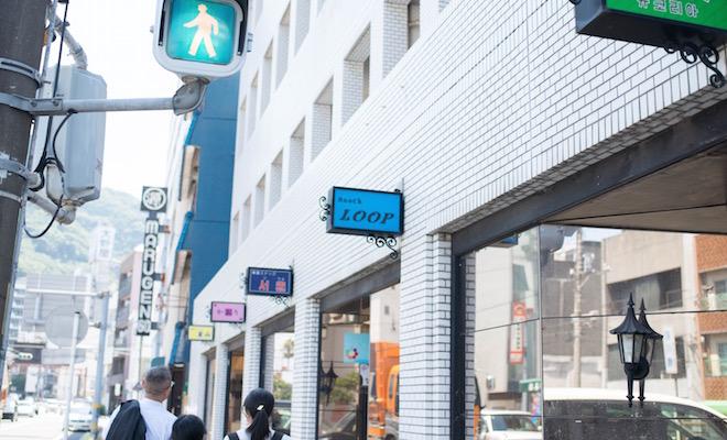 スナック街。「日本の植民地だった国名が多いのは現地女性を懐かしむ男のロマンゆえ」と大野先生。