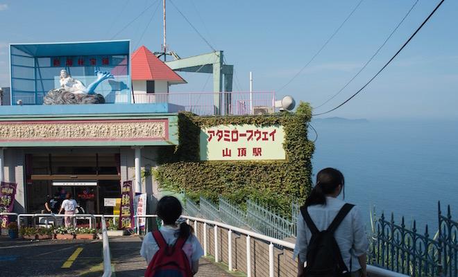 熱海秘宝館 入口。艶っぽい人魚がお出迎え