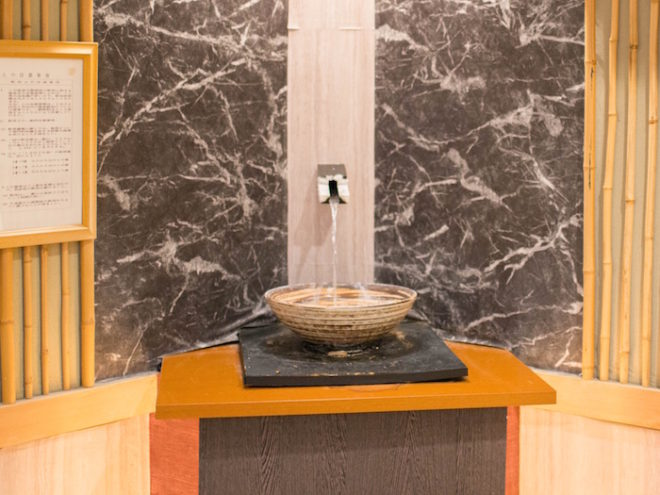 飲める温泉「飲泉処」。癖もなく飲みやすいことで評判。体の内側からも吸収できる珍しい温泉。